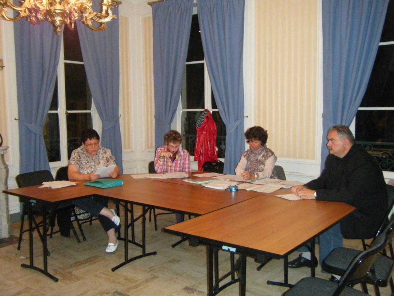 Notre comité de direction ouvre la séance...